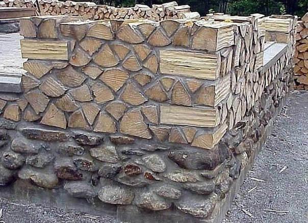 стена дома из дров чурок