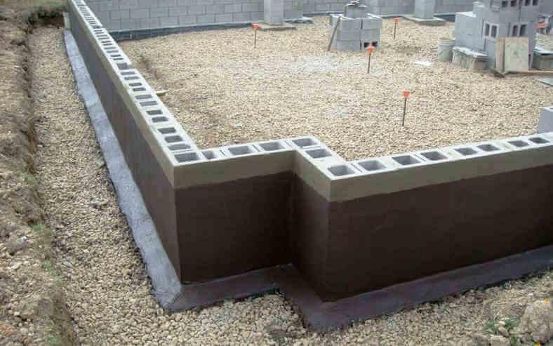 Дешевый малозаглубленный фундамент из мелкоформатных бетонных блоков