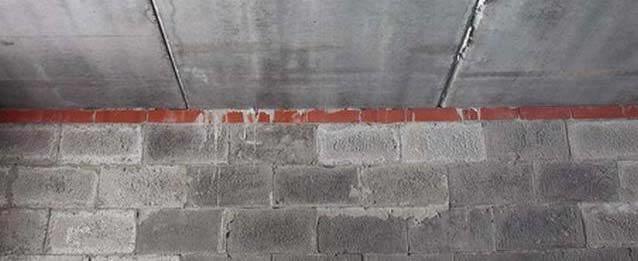 Опирание плит перекрытия на пояс из кирпича по периметру стен дома из теплоблоков