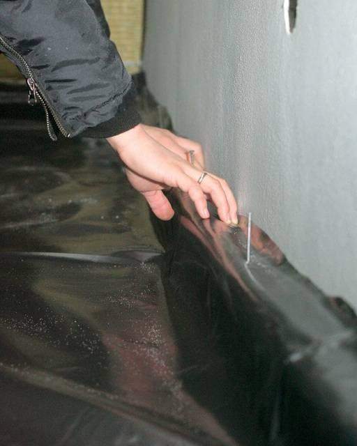 Плавающий пол - укладка пленки гидроизоляции под стяжку