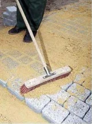 Укладка плитки и брусчатки на дорожки и площадки