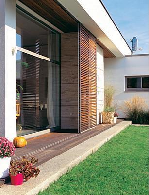 Энергоефективный дом затеняющие устройства на окнах. фото: Анджей Шандомирский, проект: Марцин Рубик