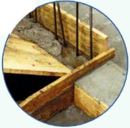 Монолитная железобетонная лестница в частном доме, опора на перекрытие