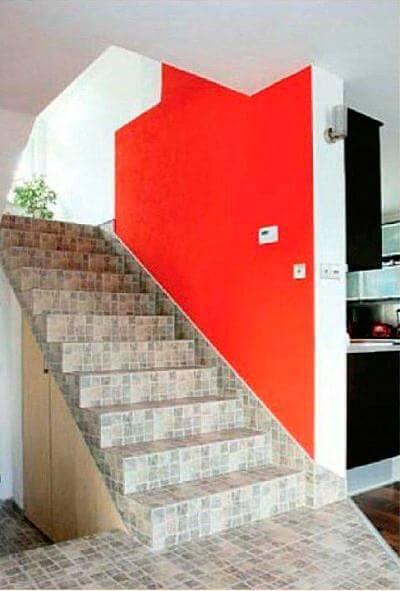 Бетонная лестница с отделкой ступеней керамической плиткой
