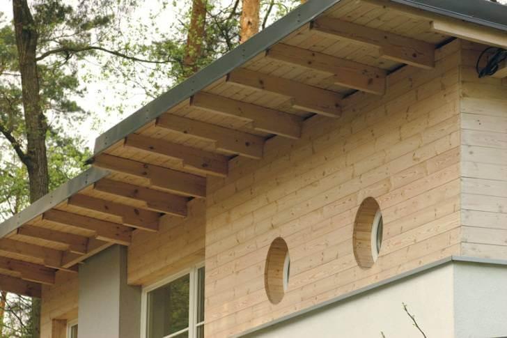 Карнизный свес крыши частного дома без подшивки