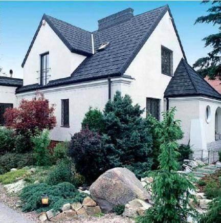 Карнизный свес крыши частного дома - карниз на стене