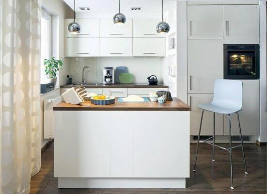 Интерьер открытой кухни студии объединенной с гостиной и столовой. Фото. Мариуш Быковский