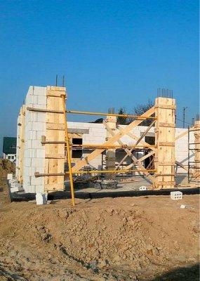 Минимальная толщина стены дома из кирпича и блоков