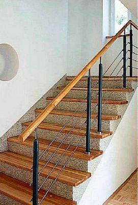 Лестница бетонная с отделкой деревом и штукатуркой