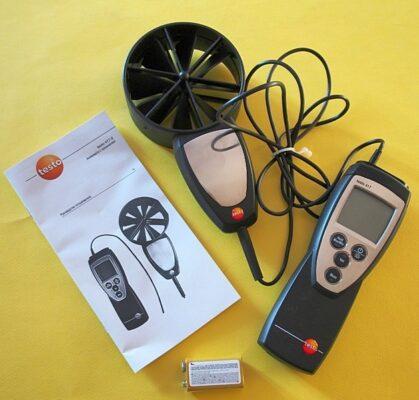 Анемометр с крыльчаткой для проверки вентиляции в доме квартире